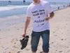Foreløpig ganske avslappet Håkon på stranda